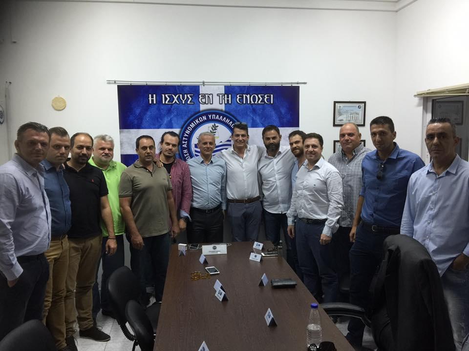<p>Συνάντηση με τον πρόεδρο και εκπροσώπους της Πανελλήνιας Ομοσπονδίας Αστυνομικων στα γραφεία της Ενωσης Αστυνομικών Υπαλλήλων Νομού Λασιθίου στον Άγιο Νικόλαο πραγματοποίησε το Διοικητικό Συμβούλιο της ΠΟΑΣΥ, όπου ενημερώθηκαν για τα προβλήματα που αντιμετωπίζουν οι αστυνομικοί του νόμου μας . Εν συνεχεία πραγματοποιηθηκε συγκέντρωση με μέλη της ενωσης μας , [&hellip;]</p>