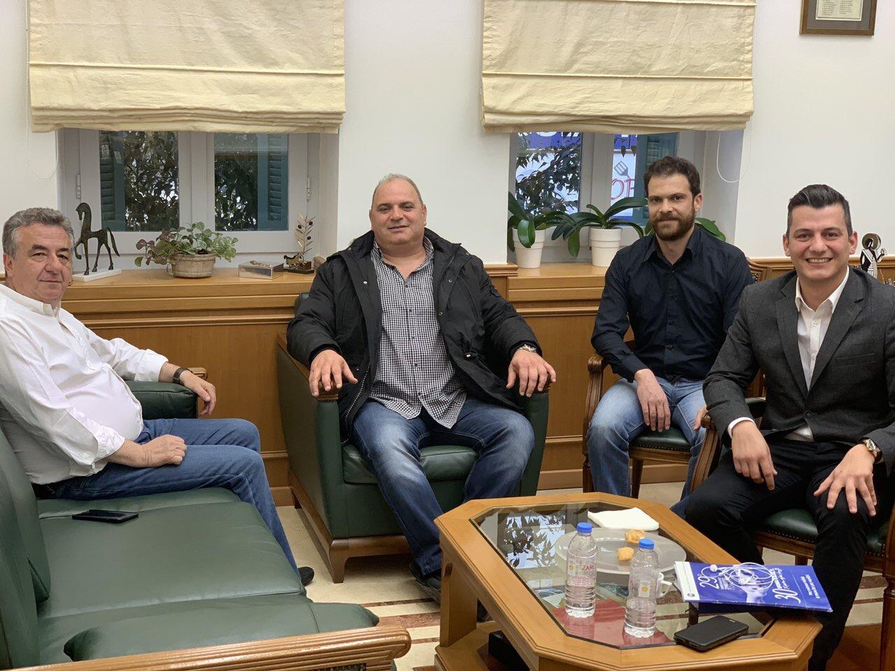 <p>Την Τρίτη 02/04/2019 και ώρα 19:00, πραγματοποιήθηκε στο Μέγαρο της Περιφέρειας Κρήτης στο Ηράκλειο, συνάντηση με τον Περιφερειάρχη Κρήτης, κ. ΑΡΝΑΟΥΤΑΚΗ Σταύρο, παρουσία του Προέδρου ΚΑΡΤΣΑΚΗ Γεωργίου, του Αντιπροέδρου ΒΑΜΒΑΣΑΚΗ Μιχαήλ και του Γενικού Γραμματέα ΣΠΥΡΙΔΑΚΗ Μιχαήλ της Ένωσής μας. Μέσα σε κλίμα αμοιβαίας συμπάθειας και συνεργασίας, τον ενημερώσαμε ότι [&hellip;]</p>